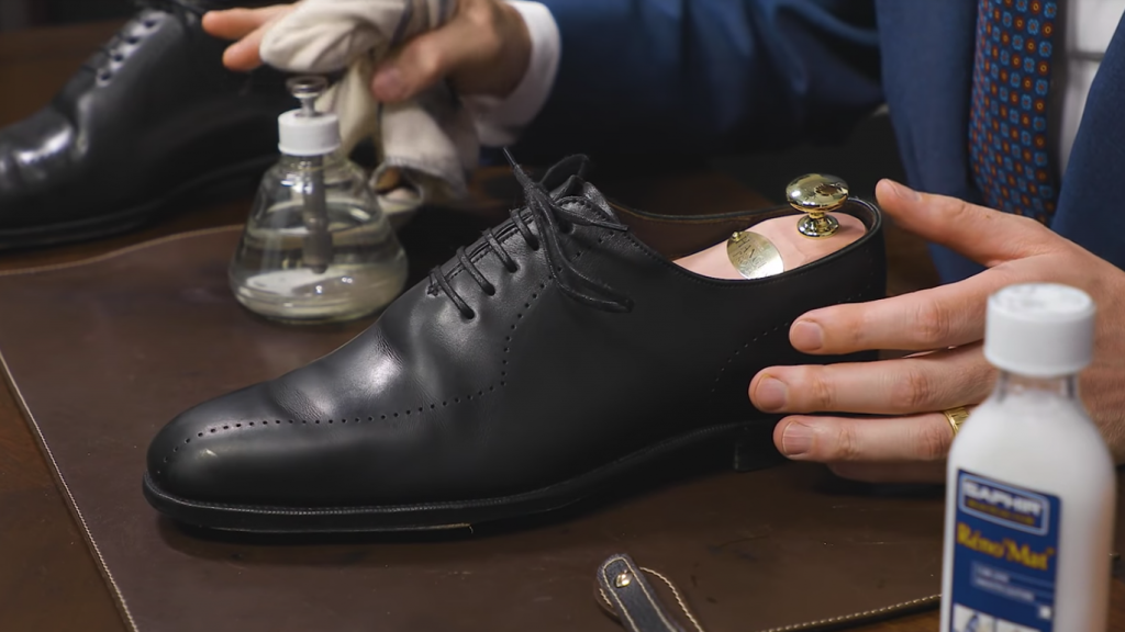 How to remove shoe polish - Step 3: Final Rinse of Shoe