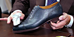 Pebble Grain Shoe Shine